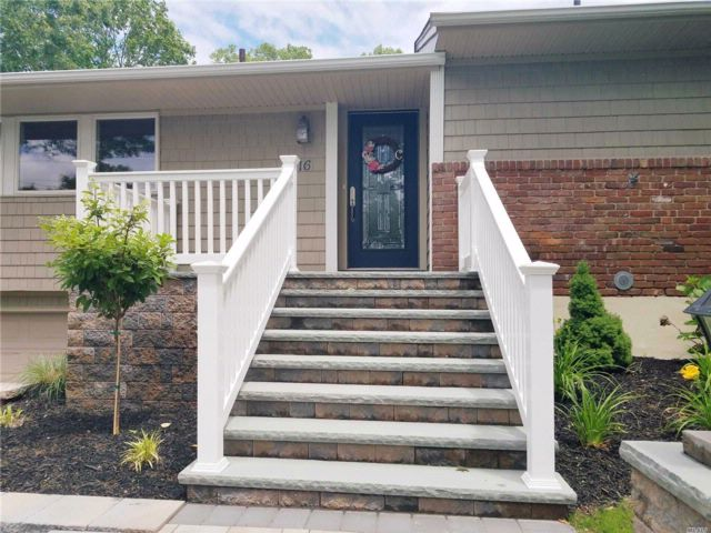 3 BR,  2.00 BTH  Raised ranch style home in Hauppauge